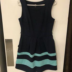 Sleeveless colorblock dress with pockets
